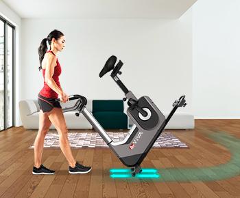 Die verstellbaren Standfüße des H25 Fitnesstrainers sorgen für einen sicheren Stand.