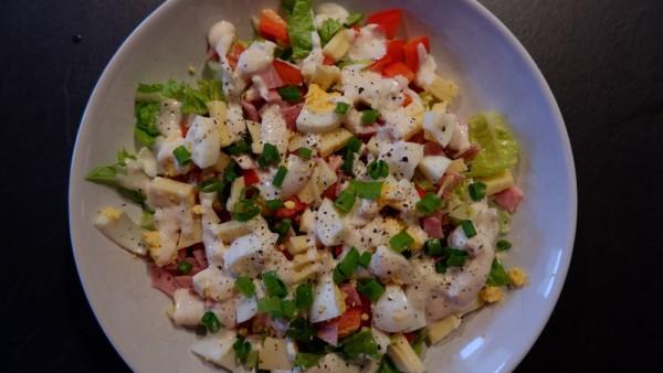 Salat-mit-Ei-Schinken-und-K-se