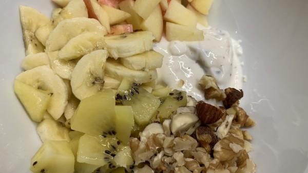 Joghurt-Bowl-mit-N-ssen-und-Fr-chten