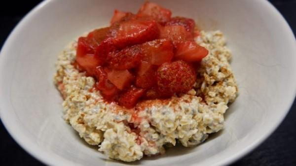 fitnessrezept-chia-porridge-mit-erdbeeren