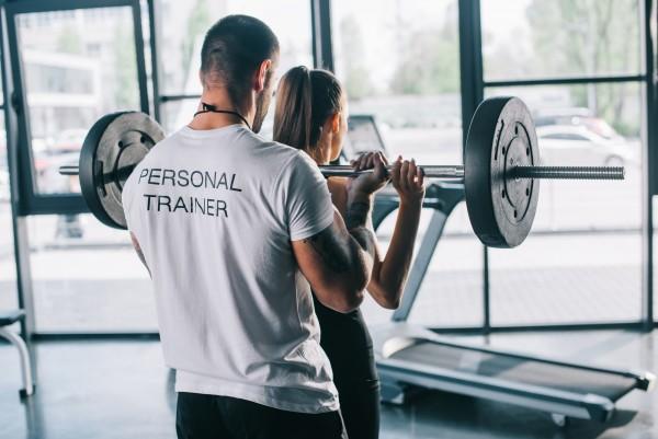 Personaltrainer im Fitnesssudio