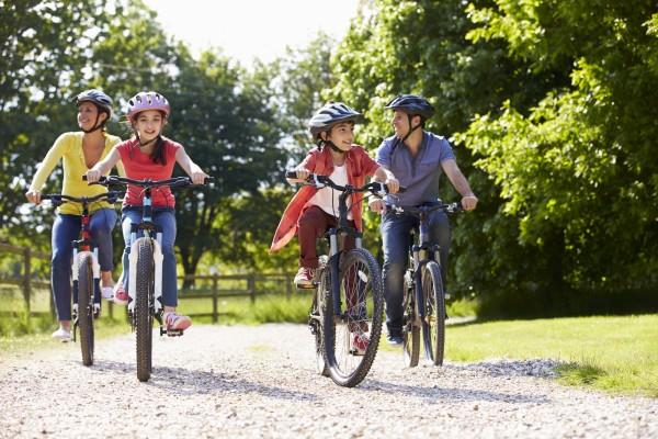 Fahrrad fahren mit der Familie