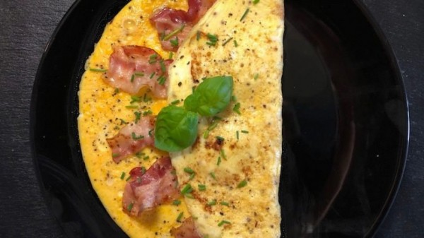 low-carb-omelette-mit-speck-schnittlauch-fitness-rezept-zubereitung