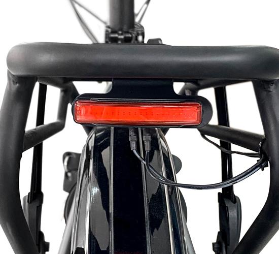 E-Bike mit rückseitiger Beleuchtung