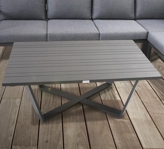 Gartentisch mit Holzoptik