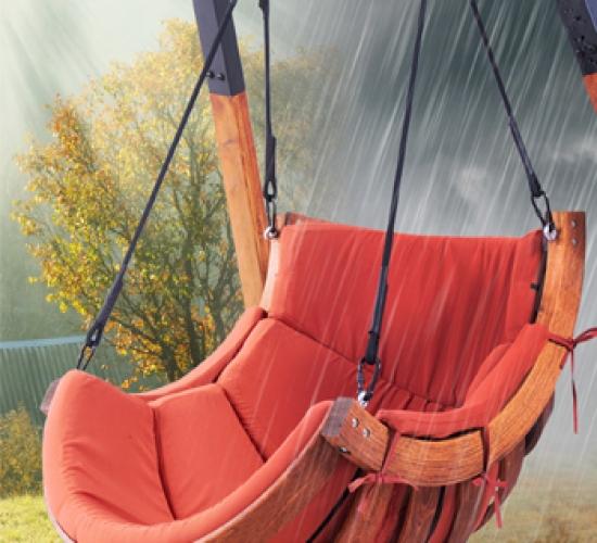 Hängeschaukel mit Wetterschutz