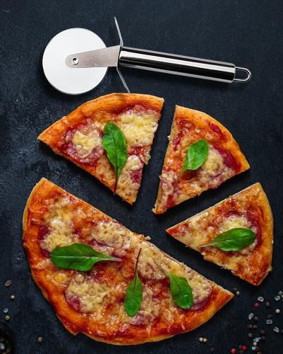 Praktischer und robuster Pizzaroller